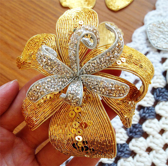 Bead Embroidered Flower Pendant Suitable beginners Brooch BEAD KIT chain incl